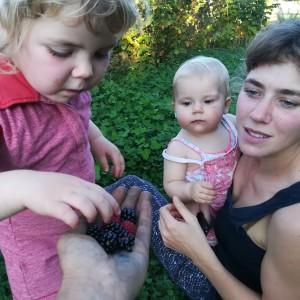 de laatste rode vruchtjes voor dit gezin op kennismakingsoogst