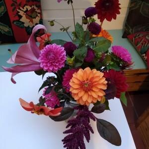 boeket 1 aug, met Dahlias, zomerasters, Amaranth-pluim en 1 Lelie